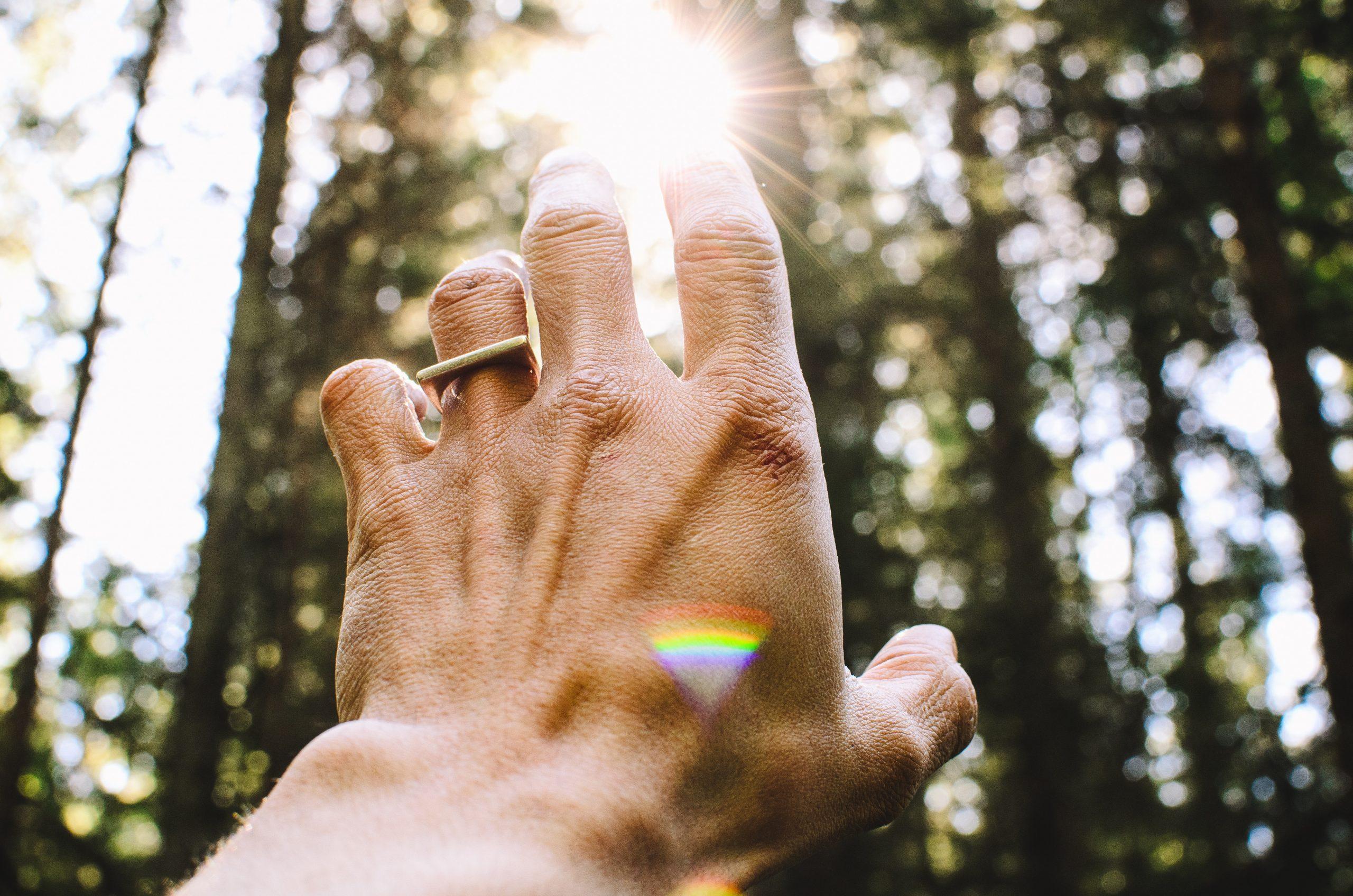 hand met ring